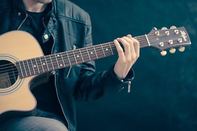 A close up of a guitar player