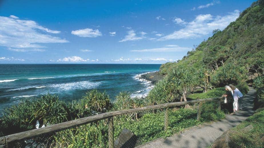 Vista de cerca de la orilla del mar  Descripción generada automáticamente