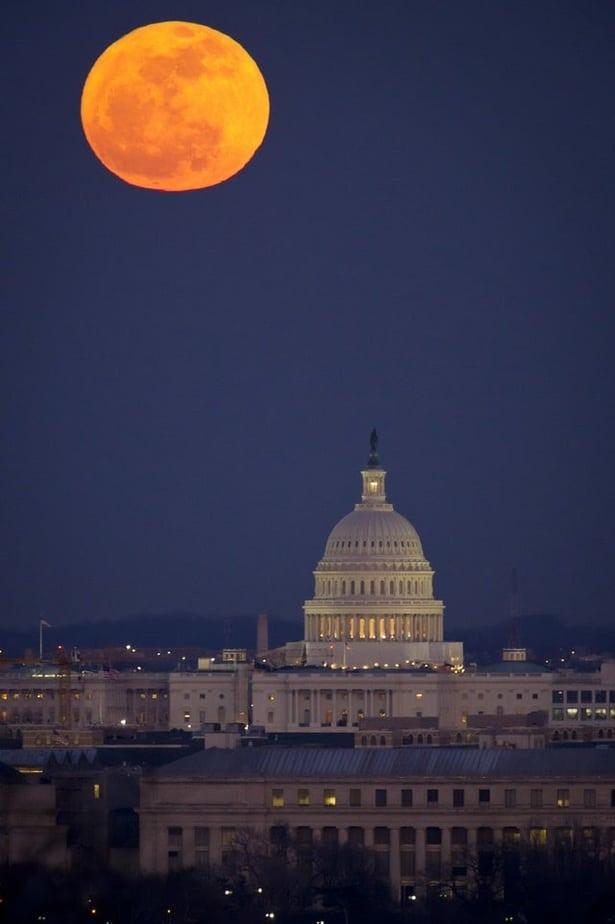 capitol hill Washington, DC at night, symbolizing things to know before visiting Washington