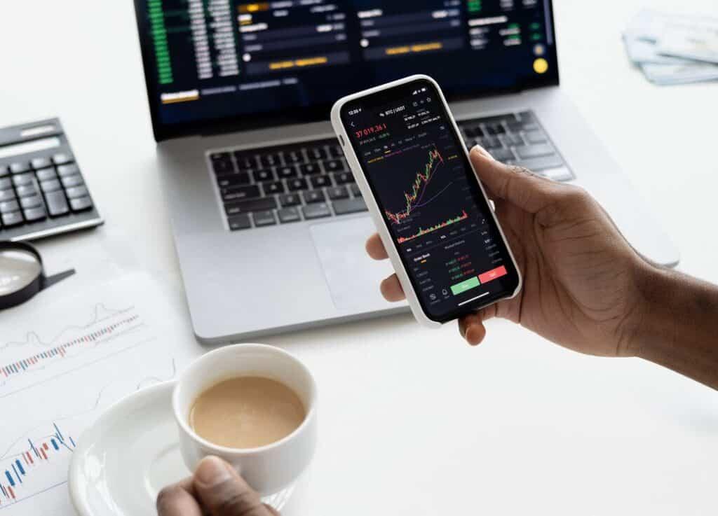 How do stockbrokers make money?